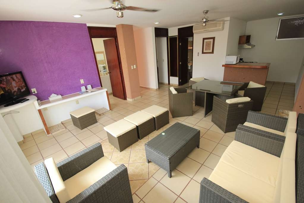 Best Western Posada Chahue - hall with living room dining room and kitchenette