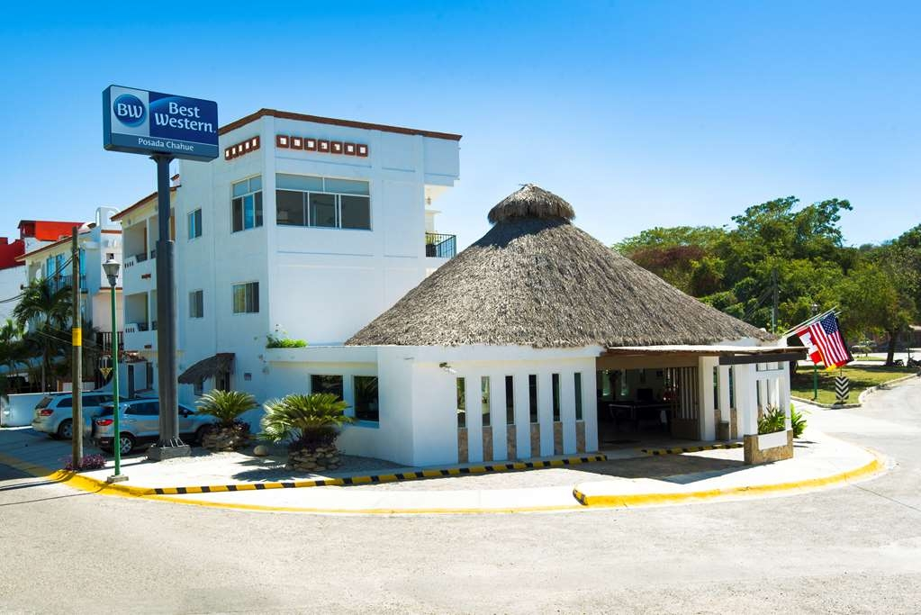 Best Western Posada Chahue - Between the streets Mixie and Mixteco, a few steps from the main avenues Blvd. Chahue and Blvd. Santa Cruz, just 30 mts. Beach Chahue