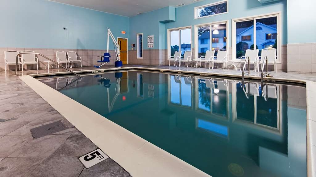 Best Western Storrs - Vue de la piscine