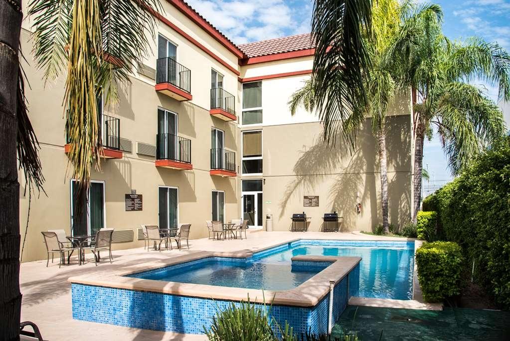 Best Western Plus Monterrey Airport - swimming pool