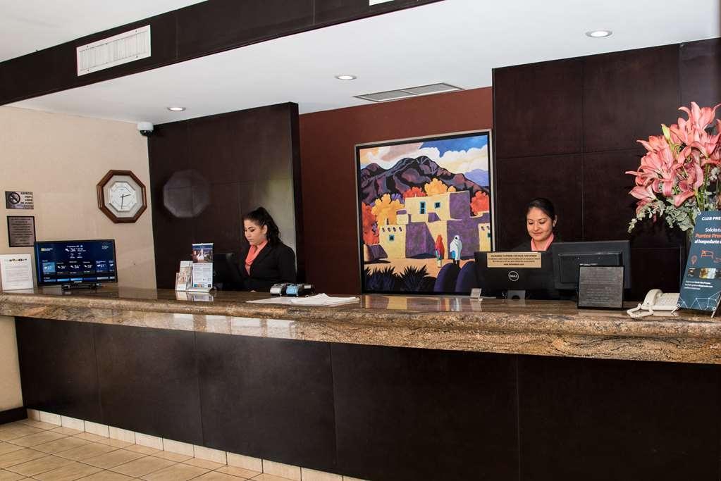 Best Western Plus Monterrey Airport - Front desk