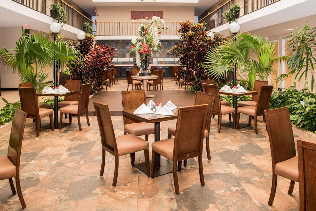 Best Western Plus Monterrey Airport - Restaurant / Etablissement gastronomique