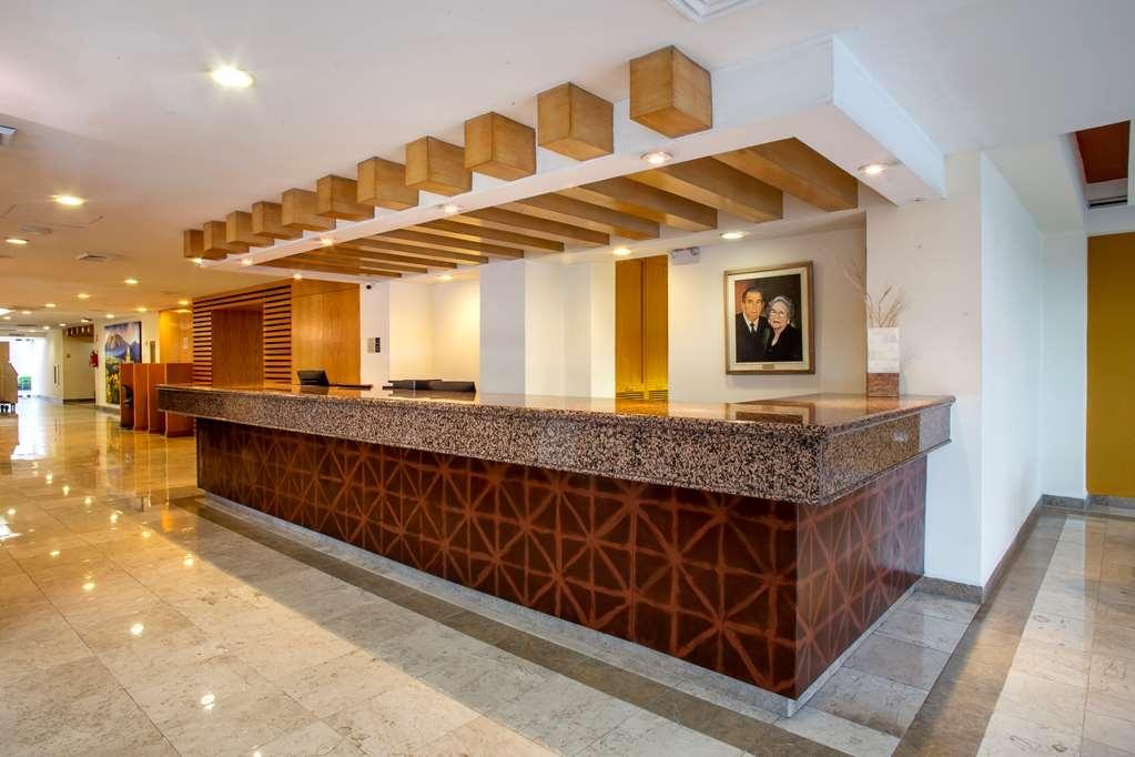 Best Western Plaza Monterrey - Vista del vestíbulo