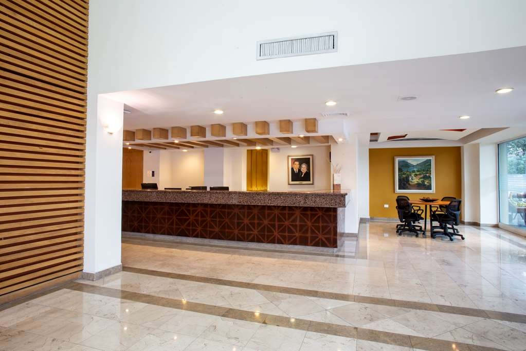 Best Western Plaza Monterrey - Lobbyansicht