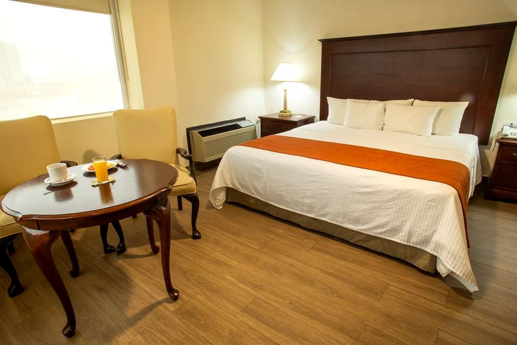 Best Western Plaza Monterrey - Standard Single Room with a King bed