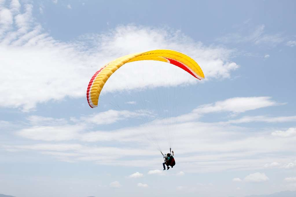 "Best Western Plus Hotel Ceballos - Paragliding From the ""Hill of the Summit"" it flies in paragliding and tandem, with a professional pilot"