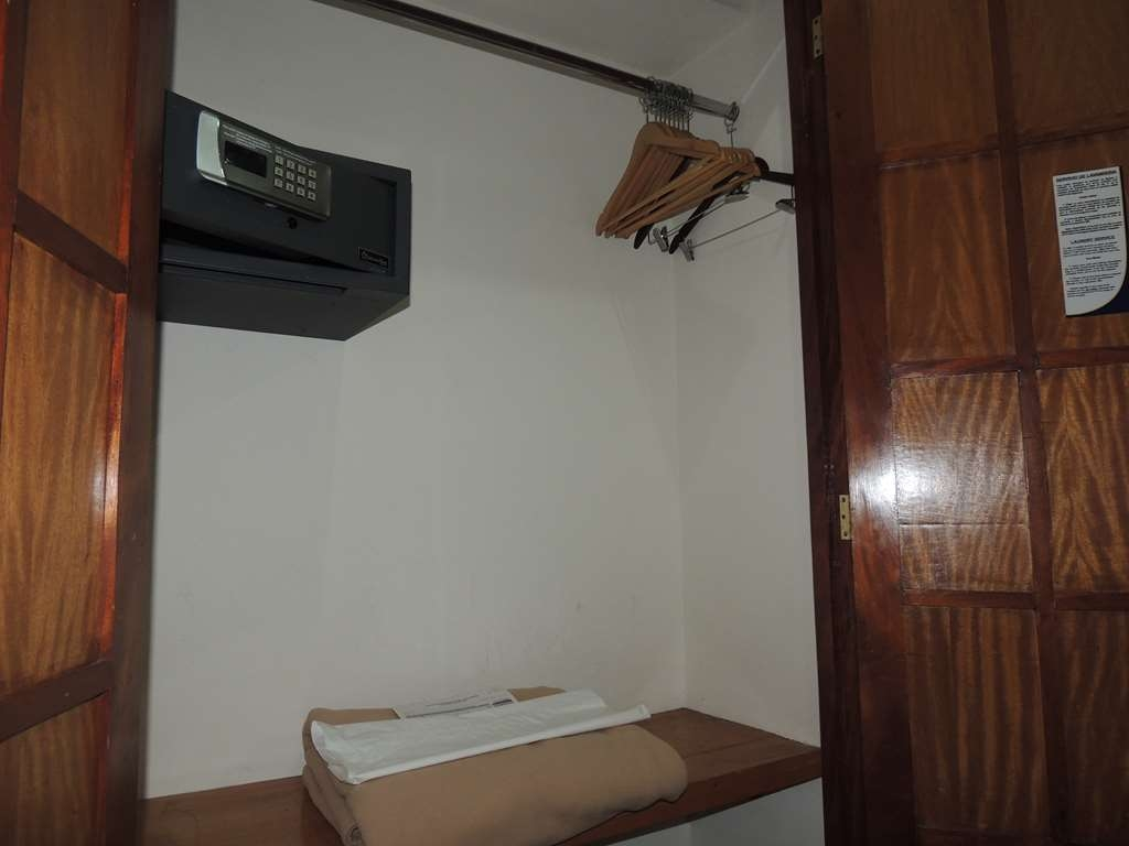 Best Western Plus Hotel Ceballos - 1 King bed non smoking, closet and safety box
