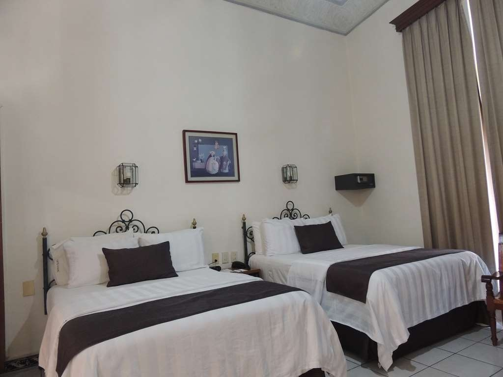 Best Western Plus Hotel Ceballos - 2 Double beds, smoking, aircon, city, 40 tv