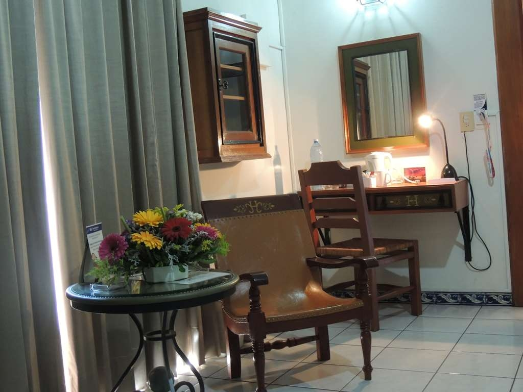 Best Western Plus Hotel Ceballos - 2 Double beds with workdesk