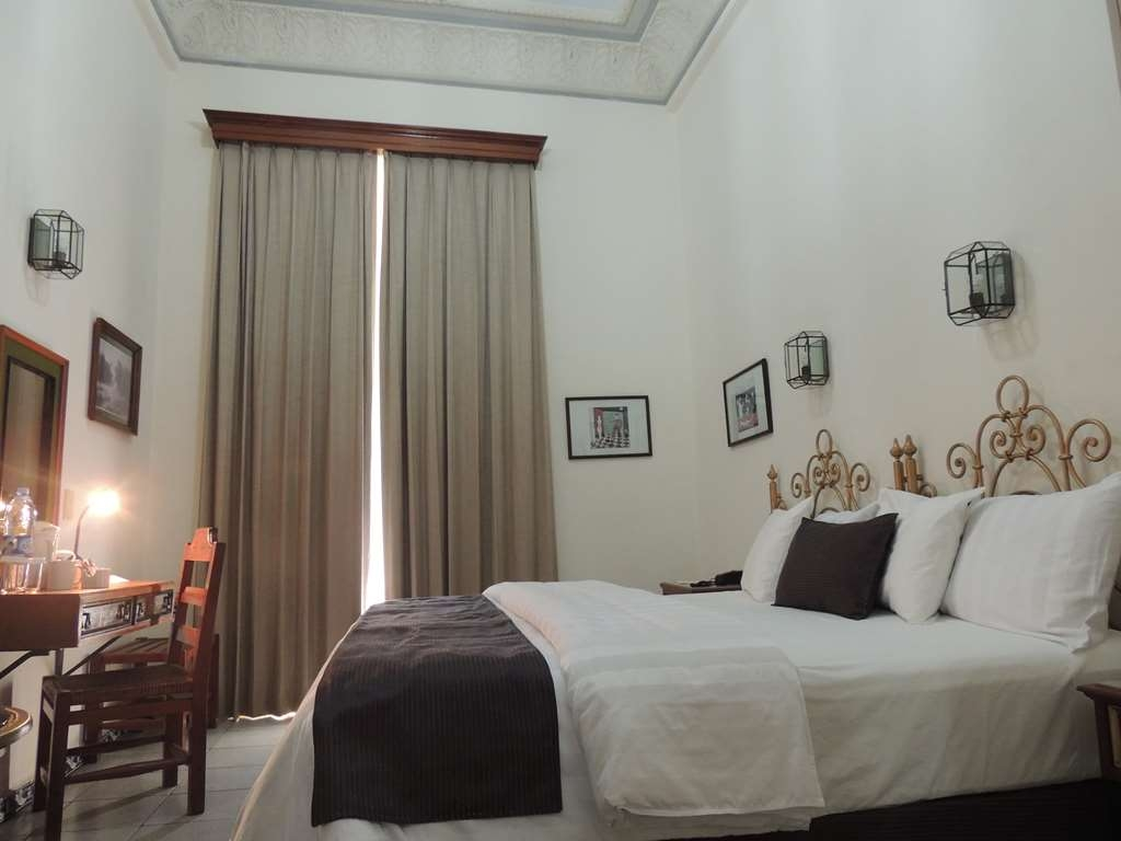 Best Western Plus Hotel Ceballos - 1 King bed, smoking, aircon, cirtyvw,40 tv,frwhpd
