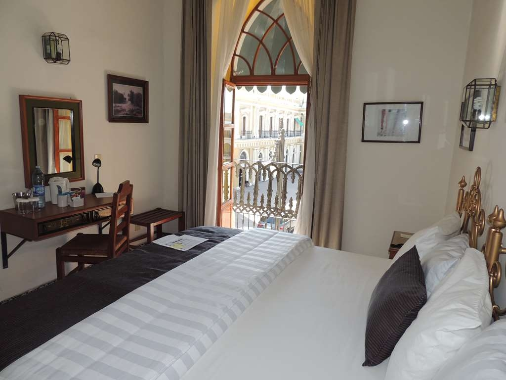 Best Western Plus Hotel Ceballos - 1 King bed, smoking, aircon, cityvw,40 TV,frwhpd
