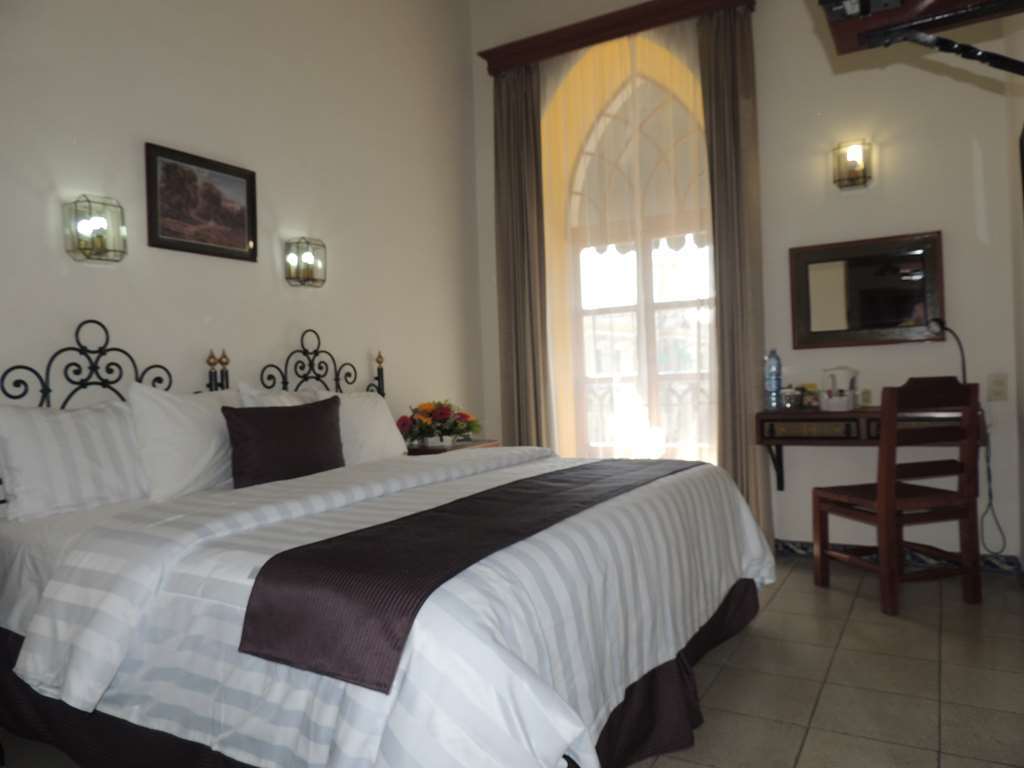 Best Western Plus Hotel Ceballos - 1 King bed, smoking, aircon,city view, 40 TV, frwhpd