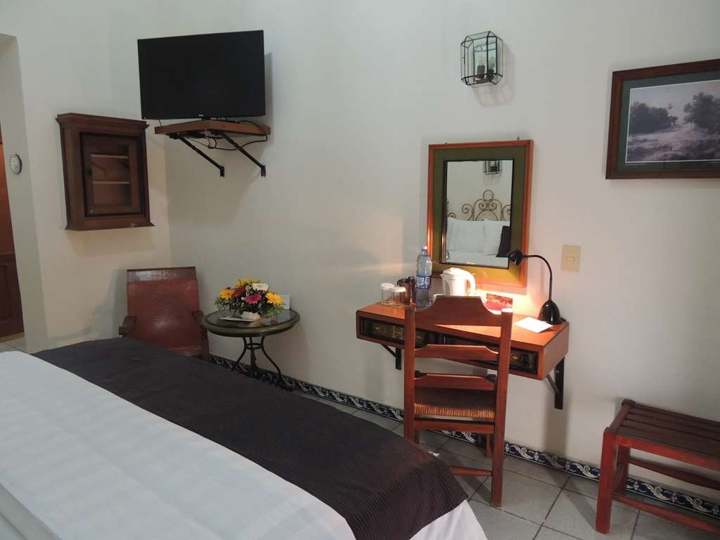 Best Western Plus Hotel Ceballos - 1 Double bed with work desk