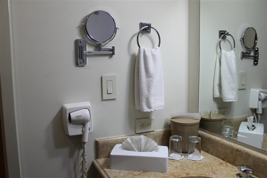 Best Western Plus Los Mochis - Guest Bathroom