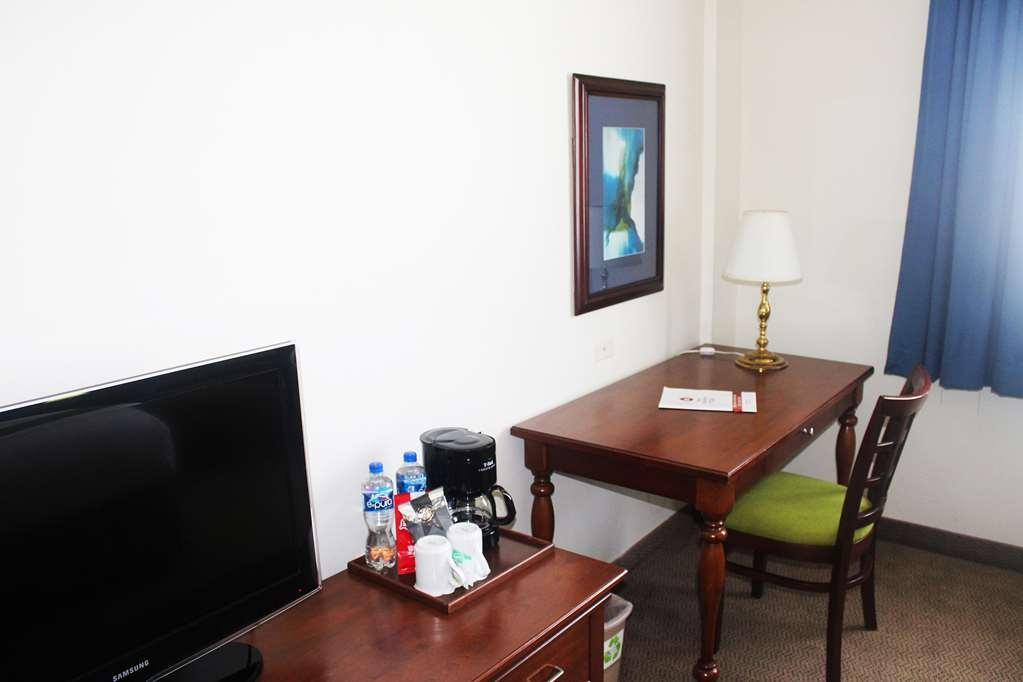 Best Western Plus Los Mochis - Guest Room Desk