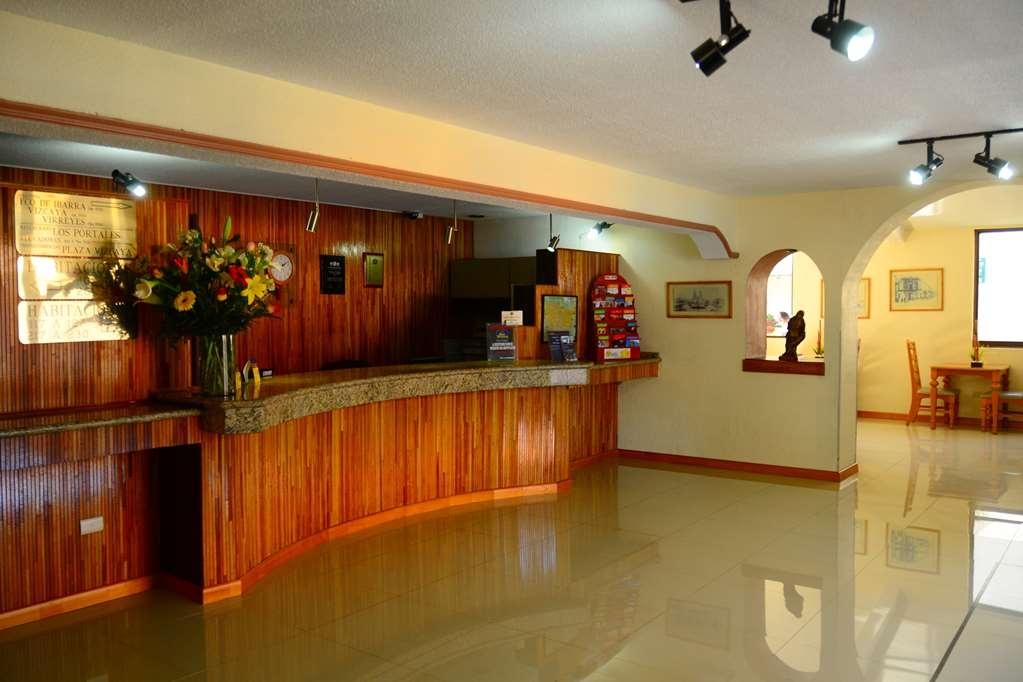 Best Western Plus Plaza Vizcaya - Front Desk