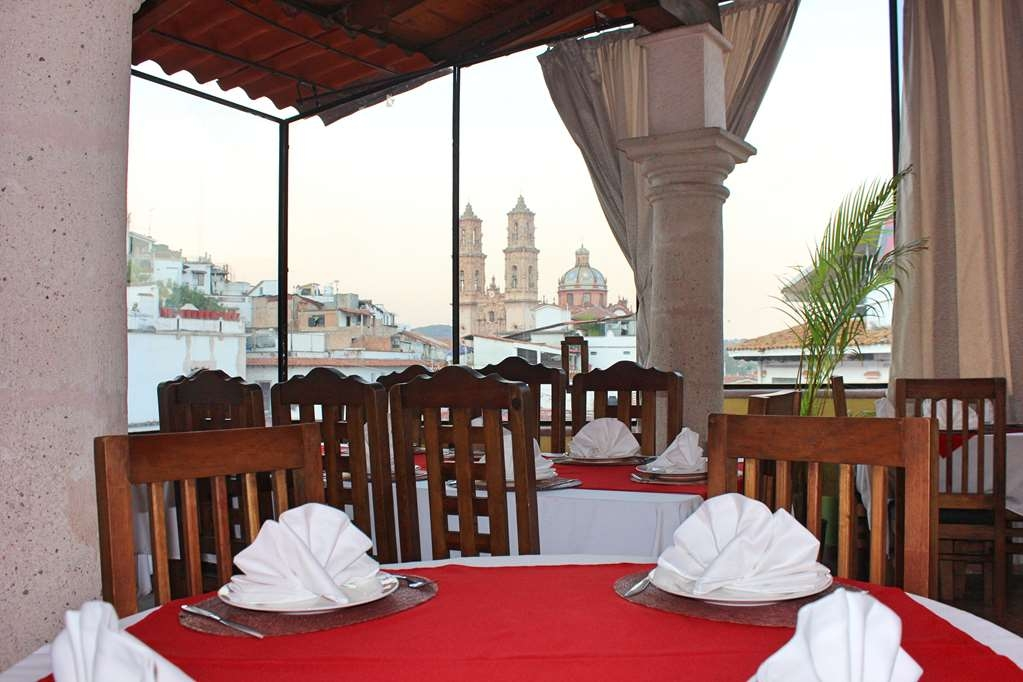 Best Western Taxco - Enjoy a great meal.. drinking an exquisite Bertha and admire the best view.
