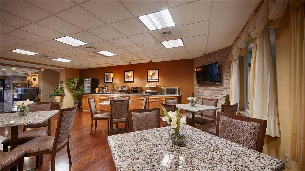 Best Western Plus New England Inn & Suites - Our breakfast room has plenty of space for couples, family and small groups.