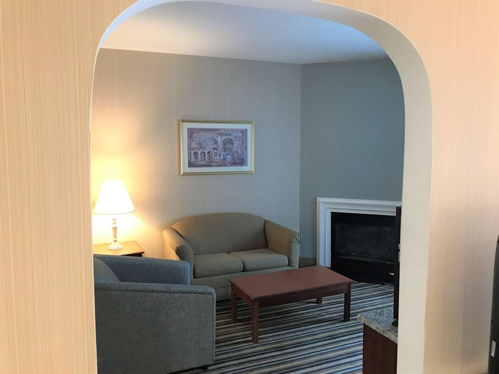 Best Western Plus New England Inn & Suites - This suite king bedroom has all the comforts of home including a whirlpool, fireplace, microwave and refrigerator.