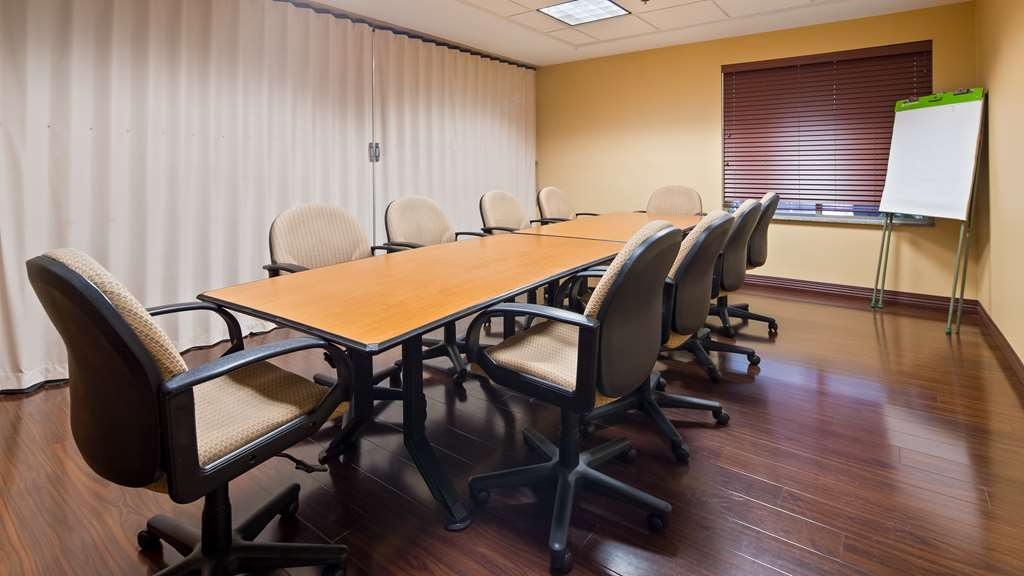 Best Western Plus New England Inn & Suites - We offer the perfect conference room to exchange business ideas or strategies.