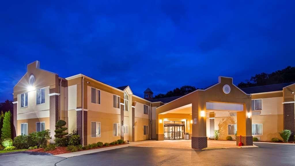 Best Western Plus New England Inn & Suites - Außenansicht