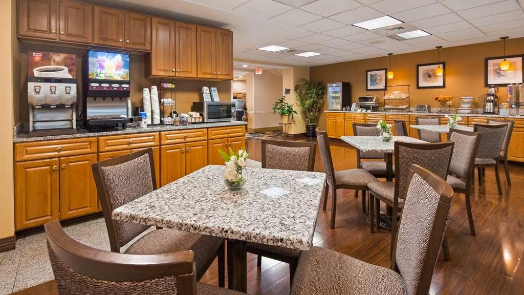 Best Western Plus New England Inn & Suites - Restaurante/Comedor