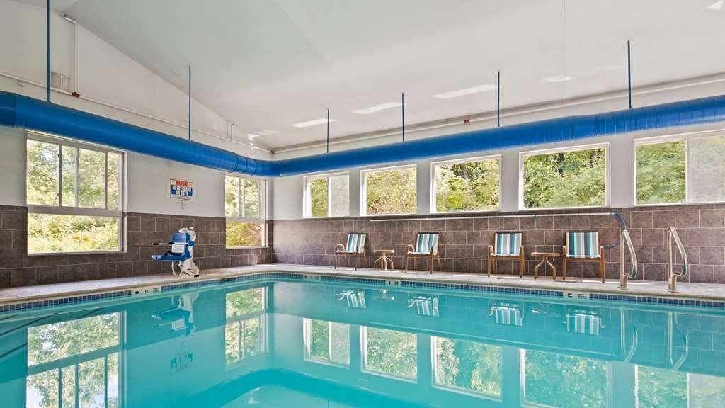 Best Western Plus New England Inn & Suites - Vue de la piscine