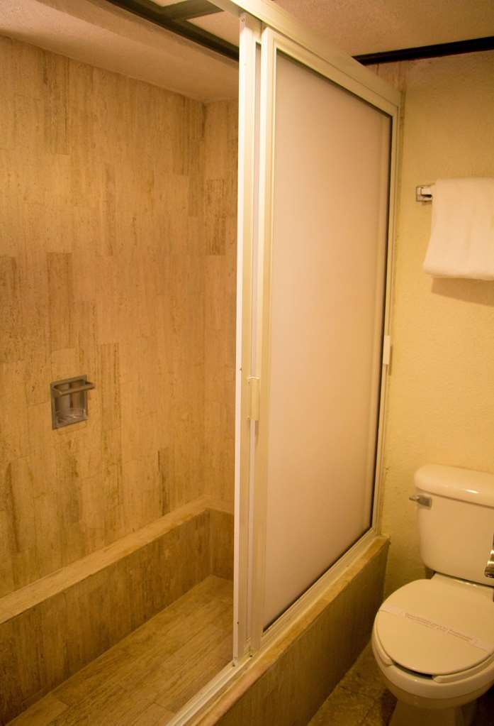 Best Western Hotel Posada Freeman Zona Dorada - Bathroom
