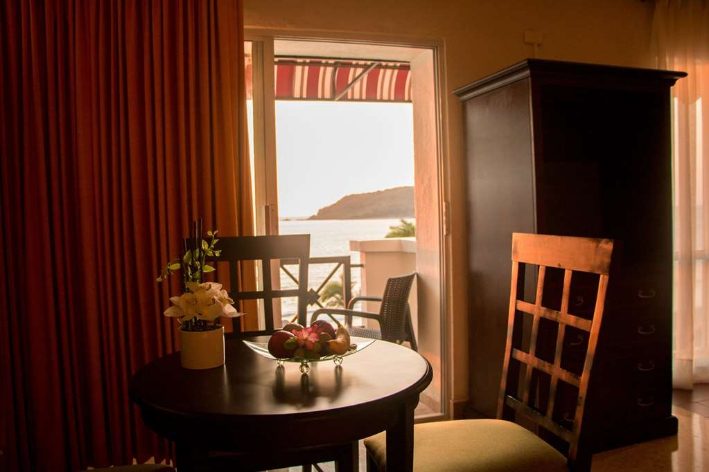 Best Western Hotel Posada Freeman Zona Dorada - Suite with a King Bed