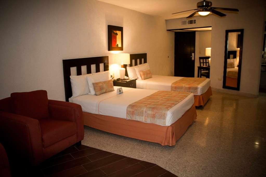 Best Western Hotel Posada Freeman Zona Dorada - Suite Two Double Beds