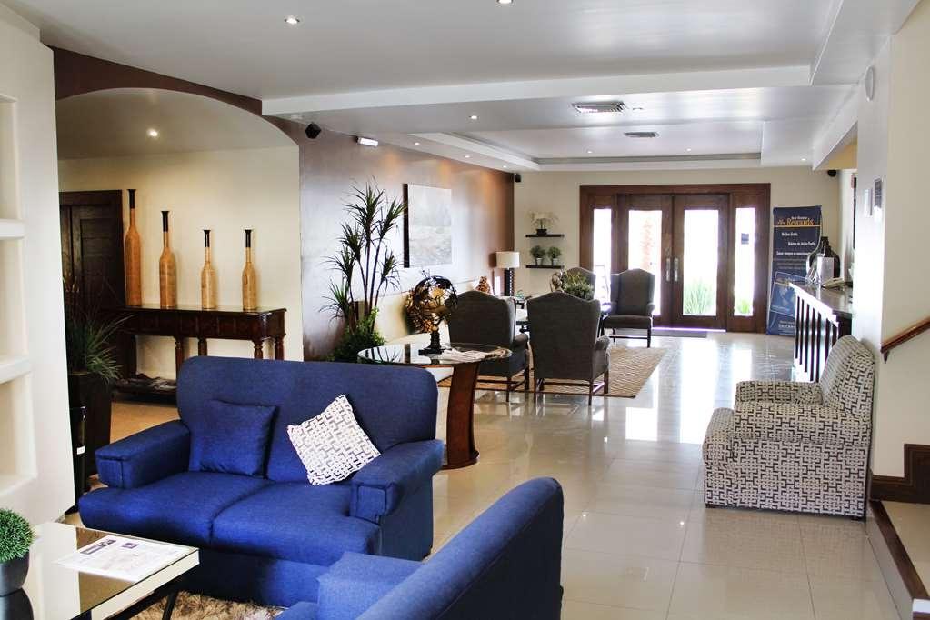 Best Western Cumbres Aeropuerto - Vista del vestíbulo
