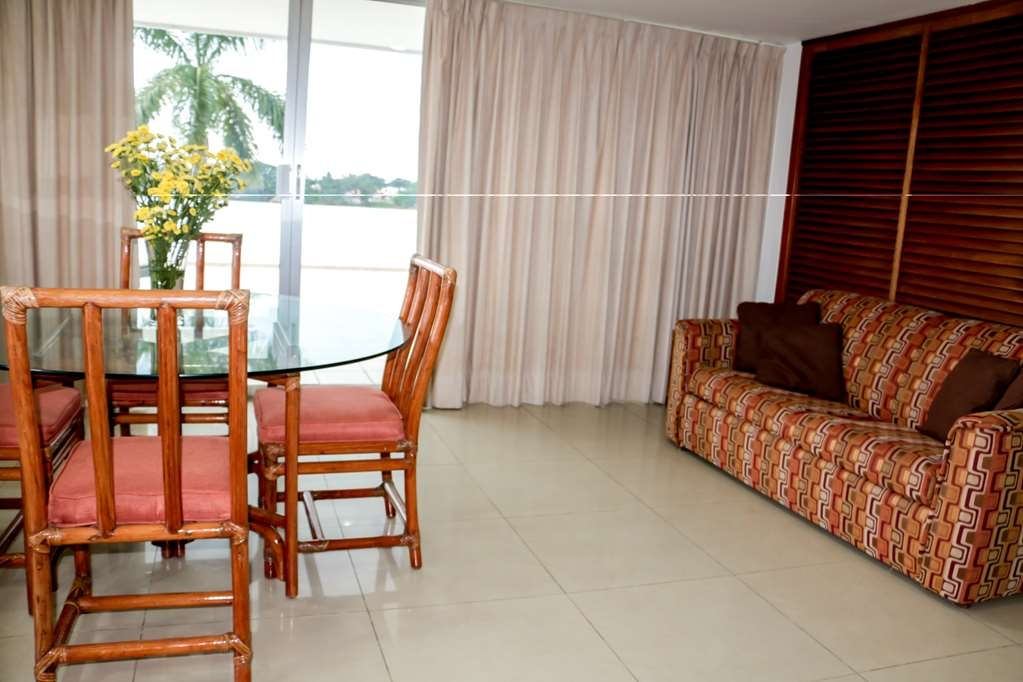 Best Western Riviera Tuxpan - Living Room in Suite