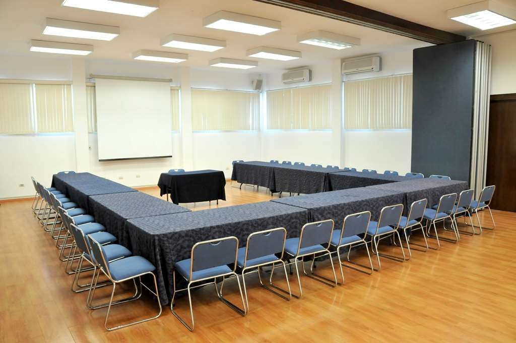 Best Western Saltillo - If you need a place to hold a meeting business or social events, we have two fully equipped ballrooms with a maximum capacity of 120 people