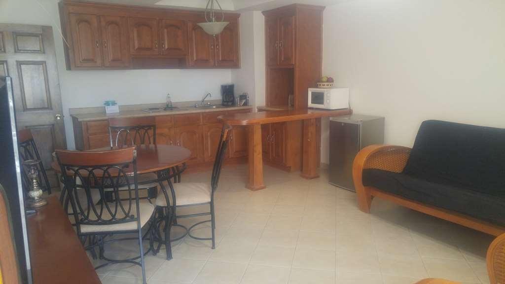 Best Western Laos Mar Hotel & Suites - Suite. Kitchen & Living room
