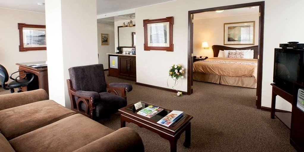 Best Western CPlaza Hotel - Superior King Suite