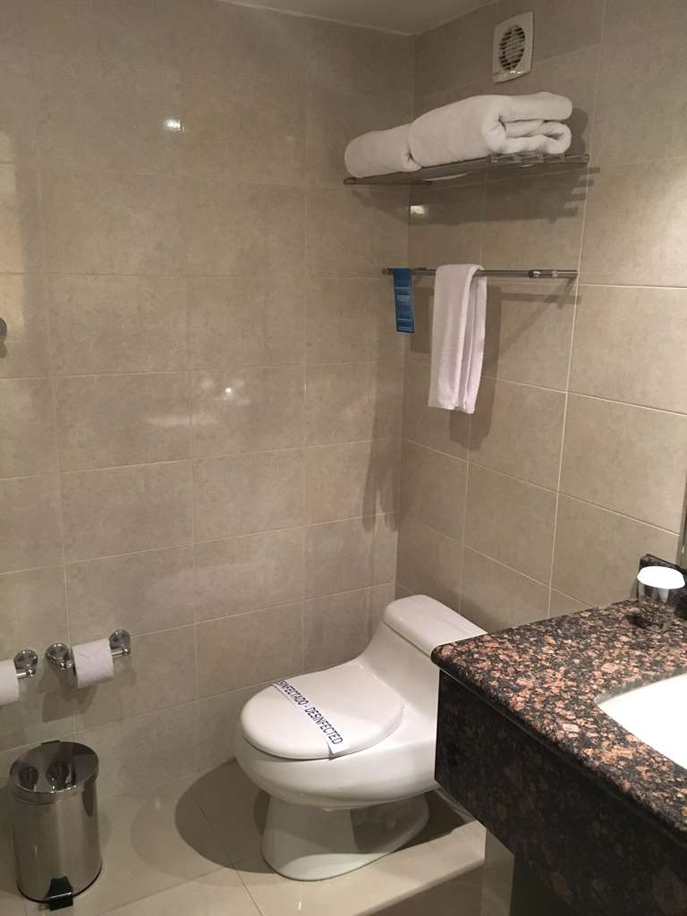 Best Western CPlaza Hotel - Bathroom