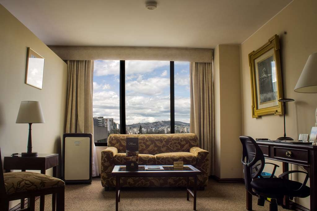 Best Western CPlaza Hotel - Suite Living room