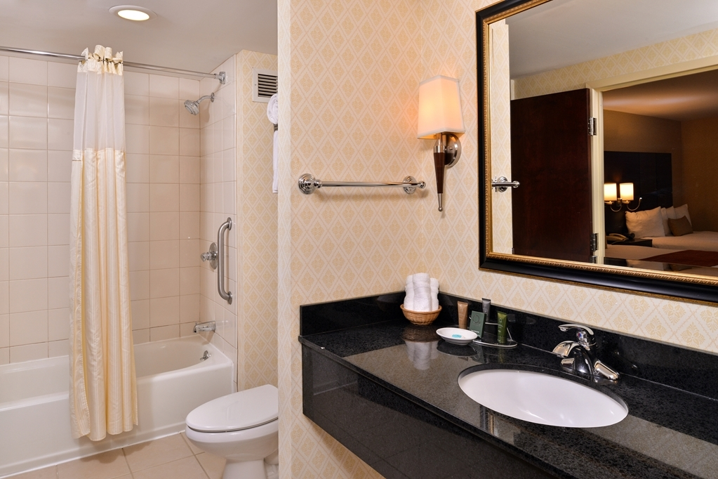 Best Western Plus Fairfield Hotel - Baño