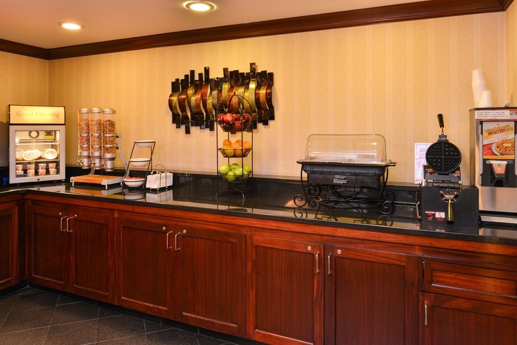 Best Western Plus Fairfield Hotel - Desayuno Buffet