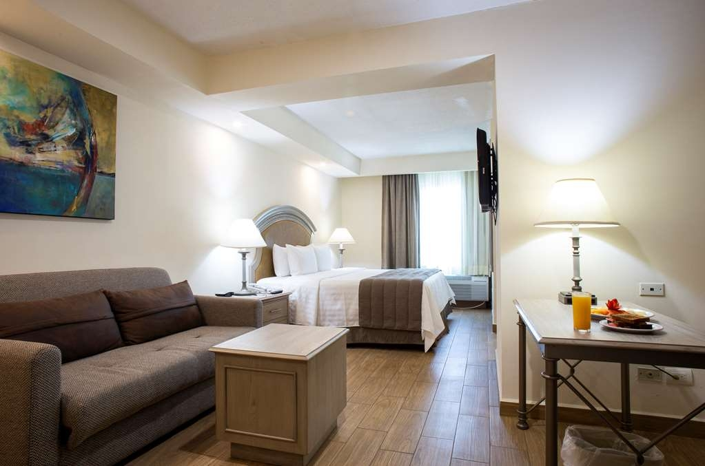 Best Western Plus Monterrey Colon - Junior Suite with a king bed