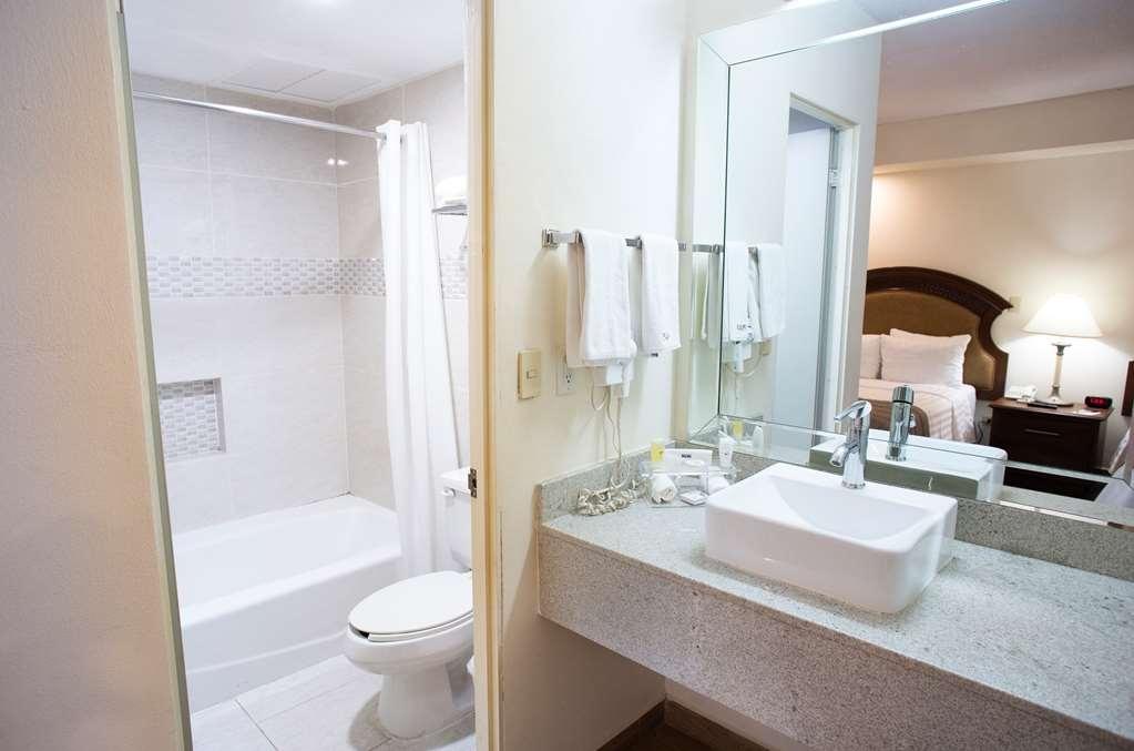Best Western Plus Monterrey Colon - Bath