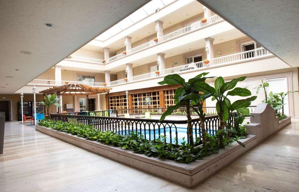 Best Western Plus Monterrey Colon - Vista de la piscina
