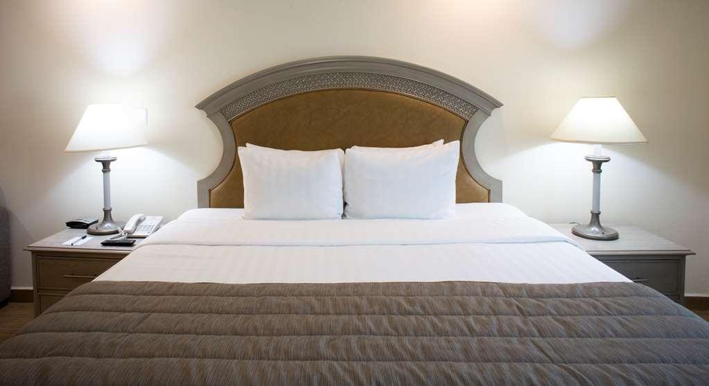 Best Western Plus Monterrey Colon - King bed