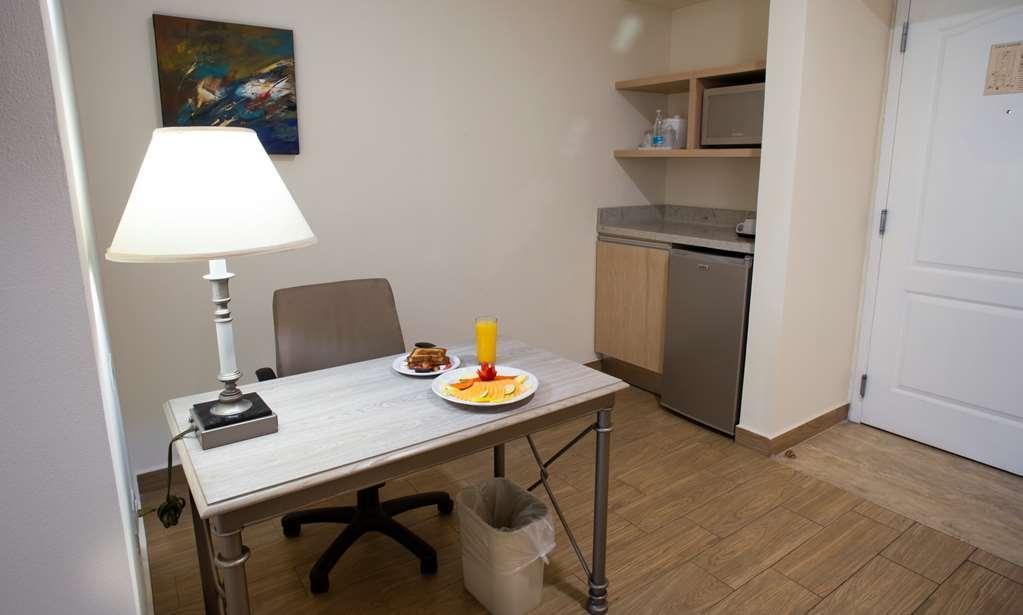 Best Western Plus Monterrey Colon - Desktop and Kitchenette