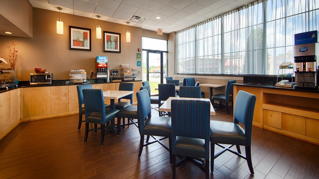 Best Western Hartford Hotel & Suites - Every day we offer a complimentary full deluxe breakfast featuring eggs, breakfast meat and freshly made pancakes.
