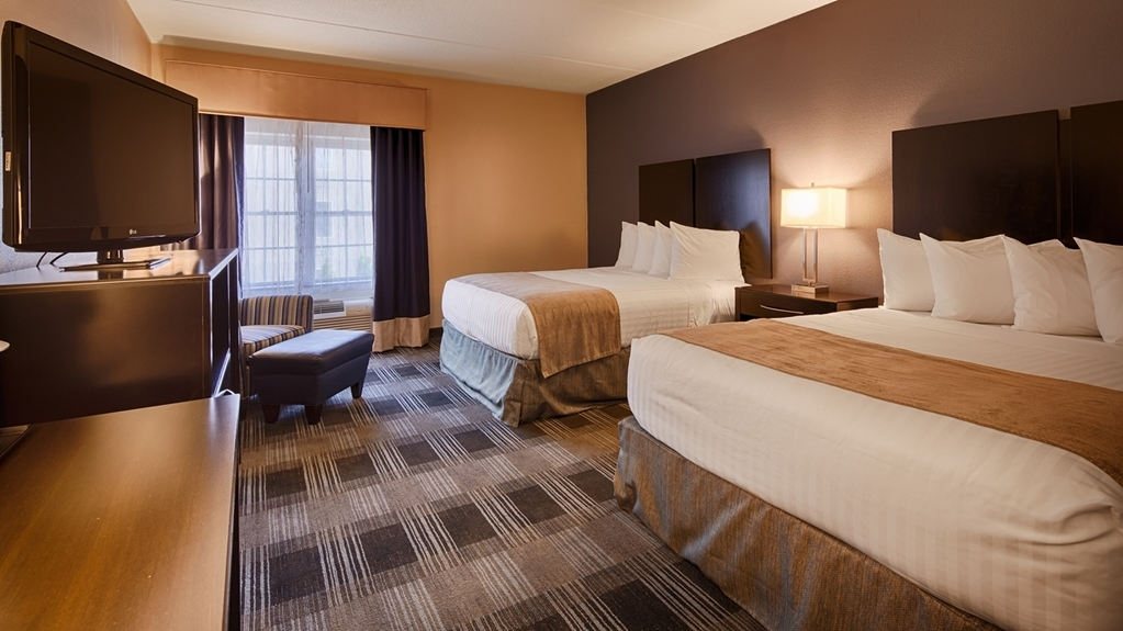 Best Western Hartford Hotel & Suites - If you're traveling with your family or group of friends, opt for our double queen bedroom.