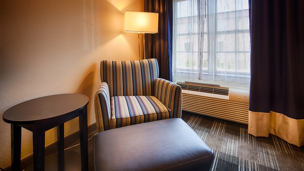 Best Western Hartford Hotel & Suites - guest room
