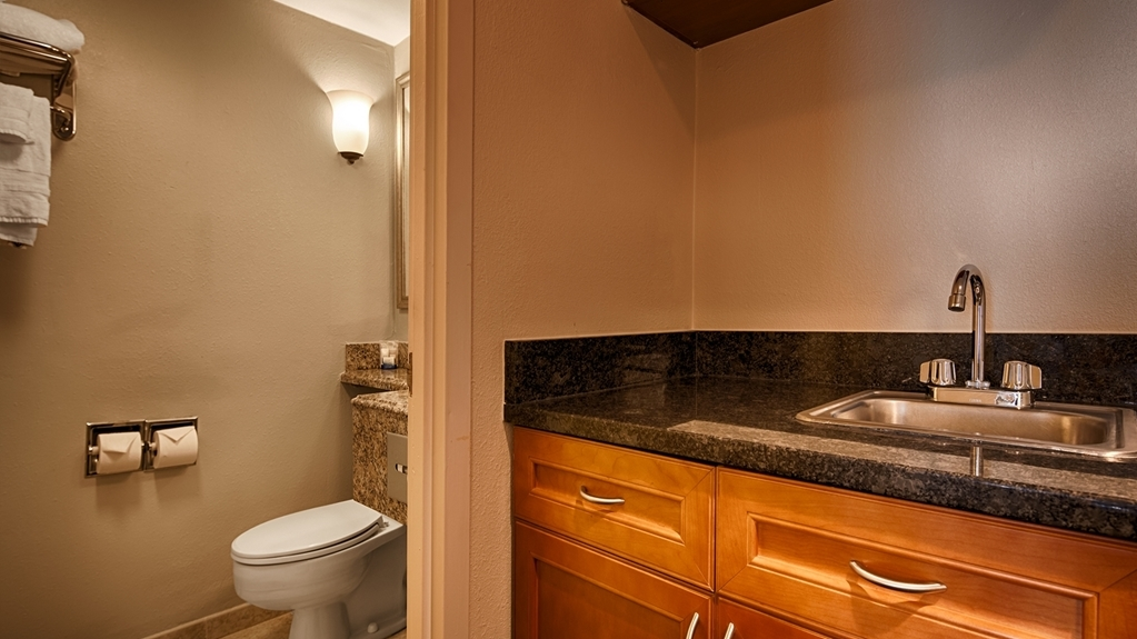 Best Western Hartford Hotel & Suites - junior suite bagno