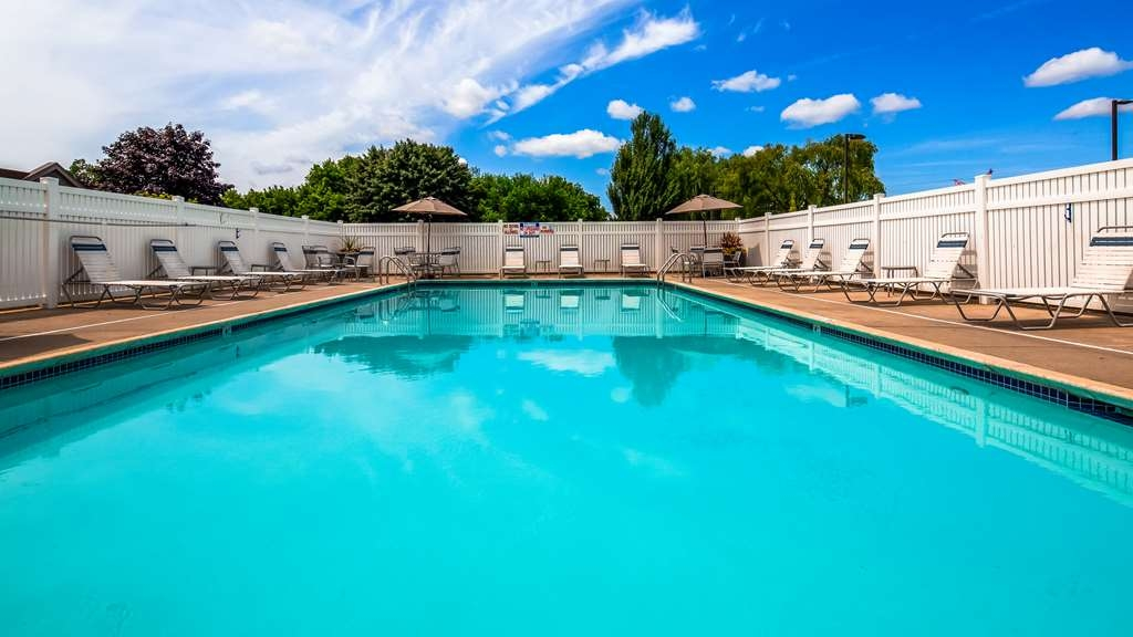 Best Western Hartford Hotel & Suites - Piscina