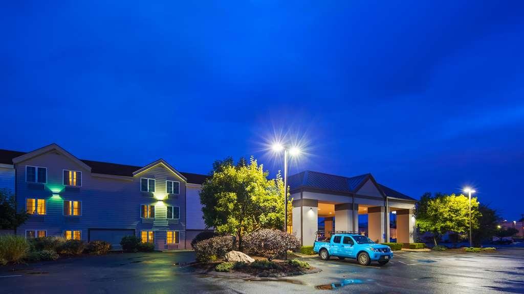 Best Western Hartford Hotel & Suites - Außenansicht